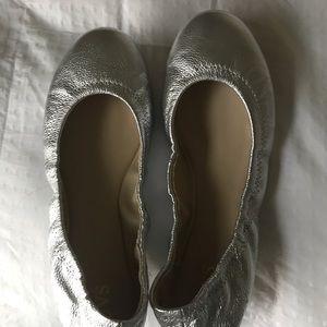 UVS Cute silver flats 10 M
